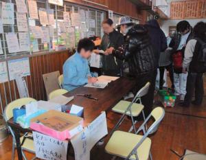 岩手県大船橋市の避難所の受付