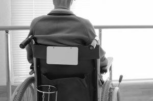 車椅子 老人 寂しい