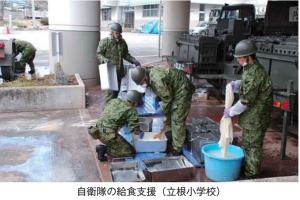 東日本大震災大船渡市自衛隊の食事配給